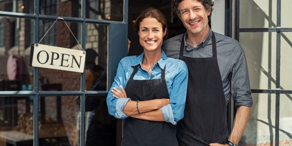 small-business-owners-couple-min